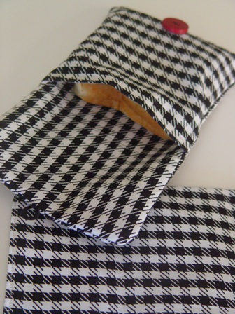 Hounds Tooth Eco Friendly Sandwich Bag with mat-eco, friendly, green, sandwich, bags,sack, mat, cute, bama, money, ziptop,teens, school, office, picnics, houndstooth, plastic, washable